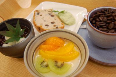 スィーツセット500円:手作りスィーツ2品と有機栽培の豆を使ったコーヒー「お食事の店 つくし」