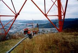 高圧線工事やアンテナ設置の機械運搬にも