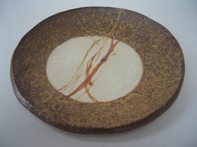 胡麻と牡丹餅がきれいな丸皿