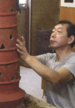 備前焼土ひねりと体験の講師:橋本勘助